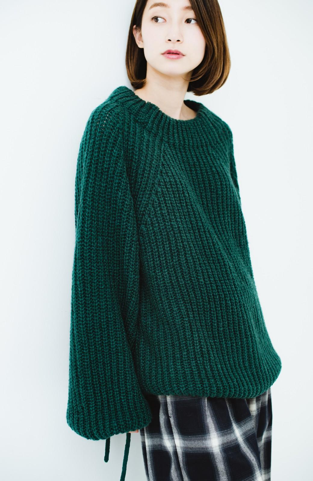 haco! ボリューム感が華奢見せさせる 袖リボンあぜ編みニット <グリーン>の商品写真1
