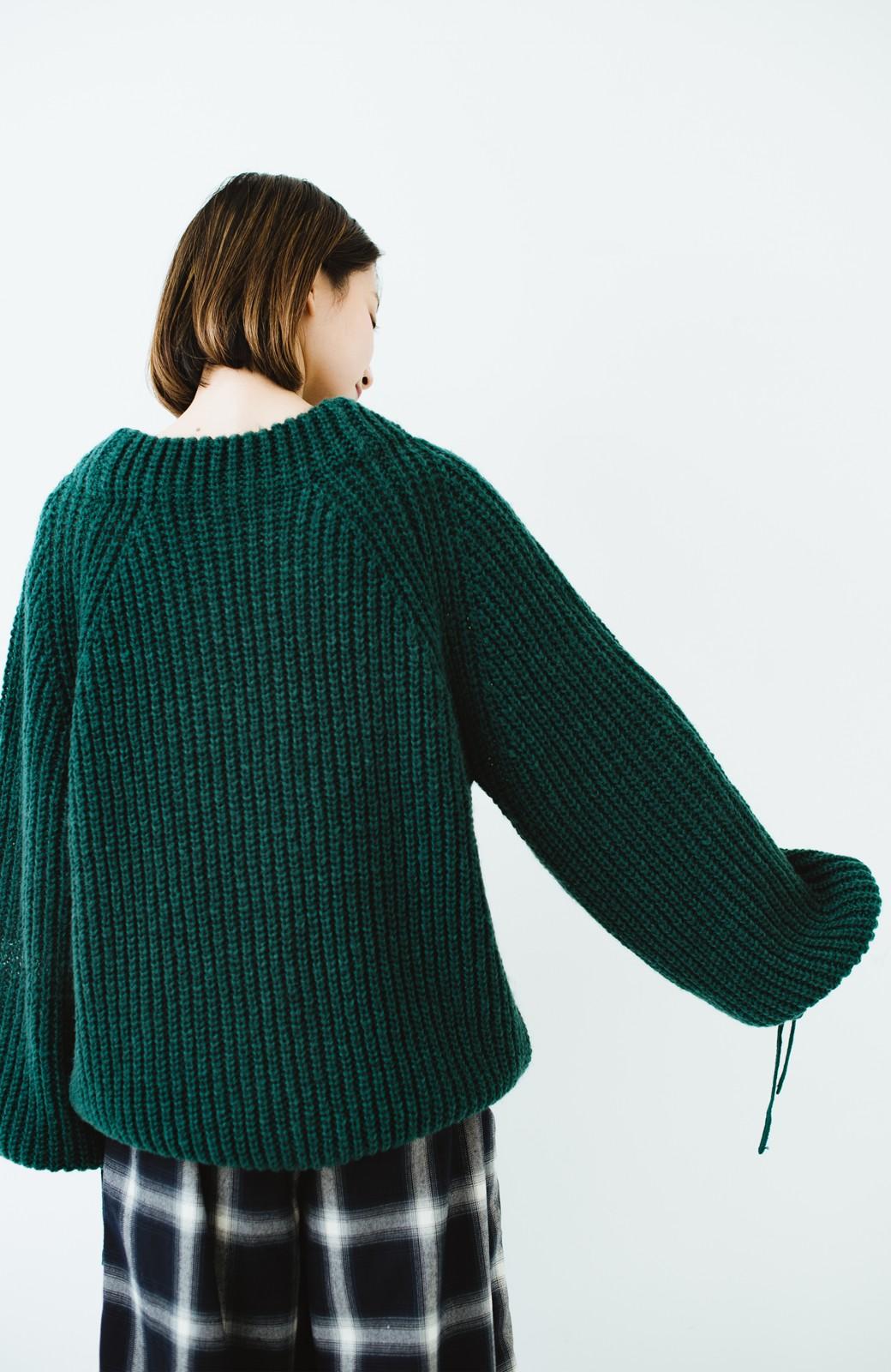 haco! ボリューム感が華奢見せさせる 袖リボンあぜ編みニット <グリーン>の商品写真9
