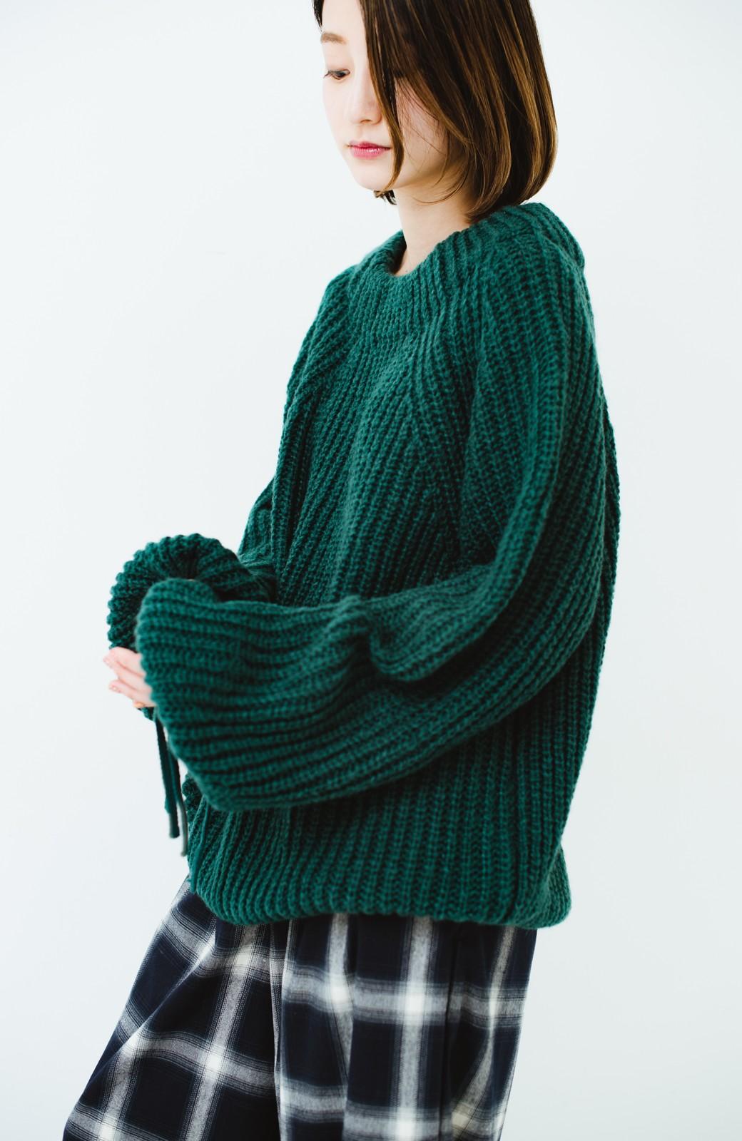 haco! ボリューム感が華奢見せさせる 袖リボンあぜ編みニット <グリーン>の商品写真12