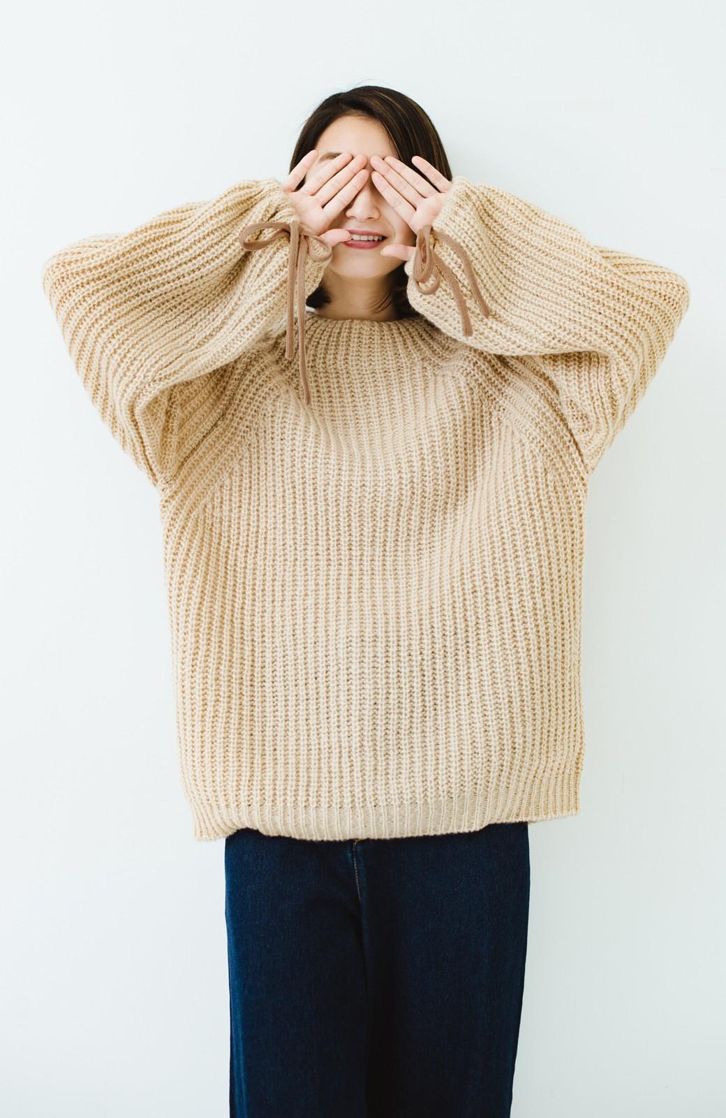 haco! ボリューム感が華奢見せさせる 袖リボンあぜ編みニット <ベージュ>の商品写真8