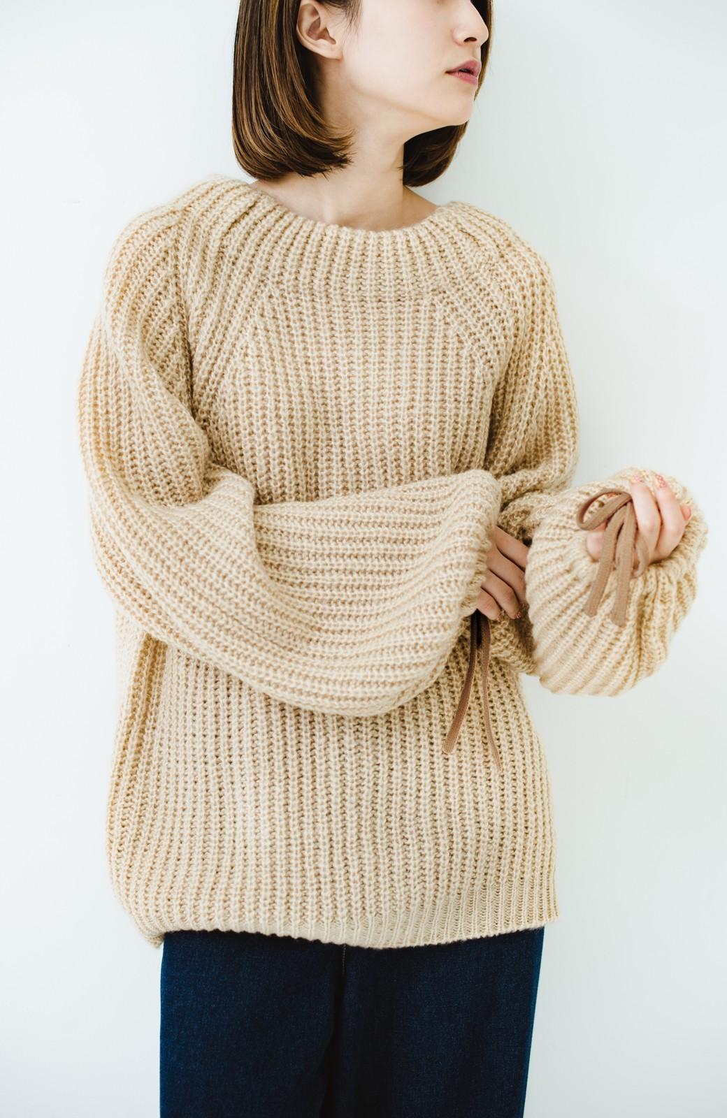 haco! ボリューム感が華奢見せさせる 袖リボンあぜ編みニット <ベージュ>の商品写真9