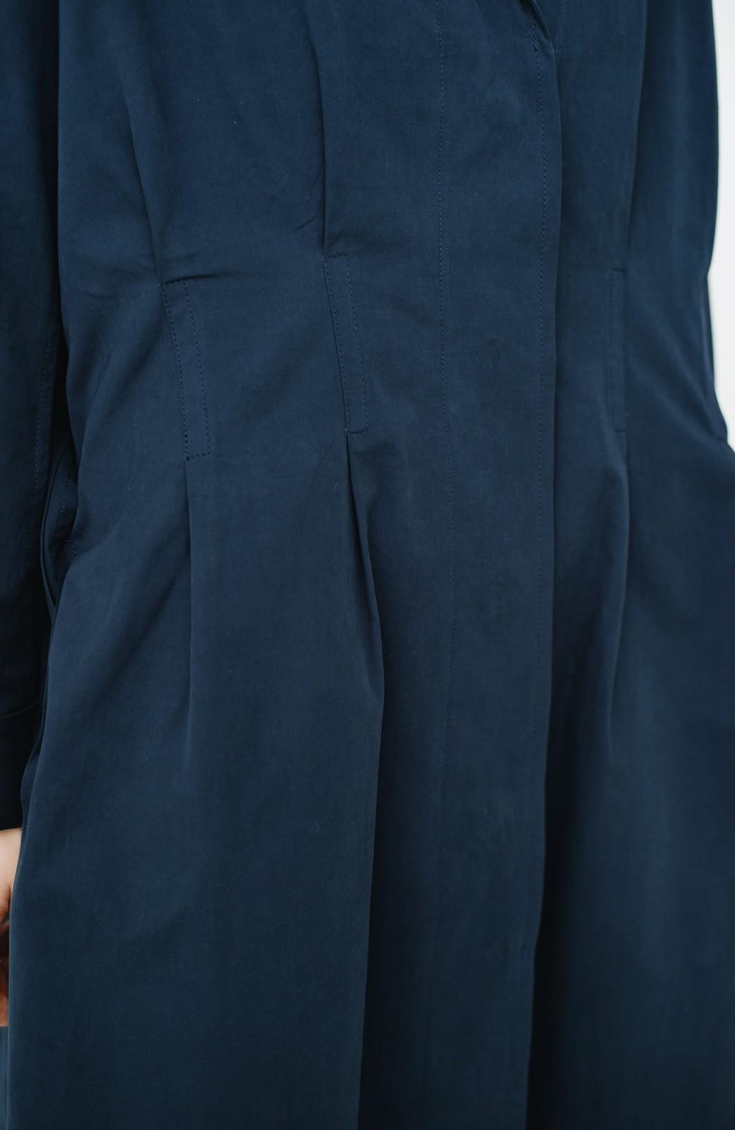 haco! パッと羽織ってかっこよく、きゅっと絞って女っぽい ウエストリボンロングコート <ダークネイビー>の商品写真5