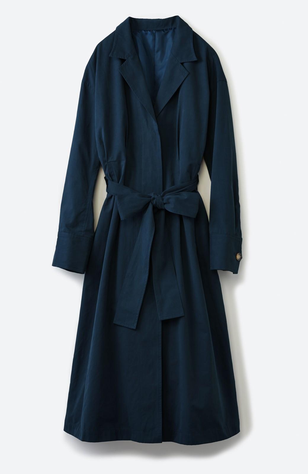 haco! パッと羽織ってかっこよく、きゅっと絞って女っぽい ウエストリボンロングコート <ダークネイビー>の商品写真2