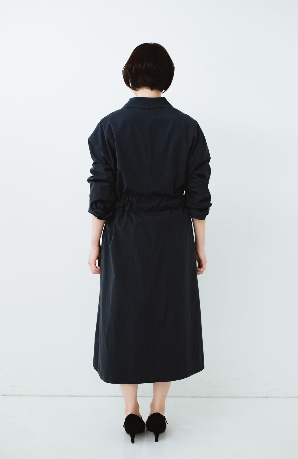 haco! パッと羽織ってかっこよく、きゅっと絞って女っぽい ウエストリボンロングコート <ダークネイビー>の商品写真14