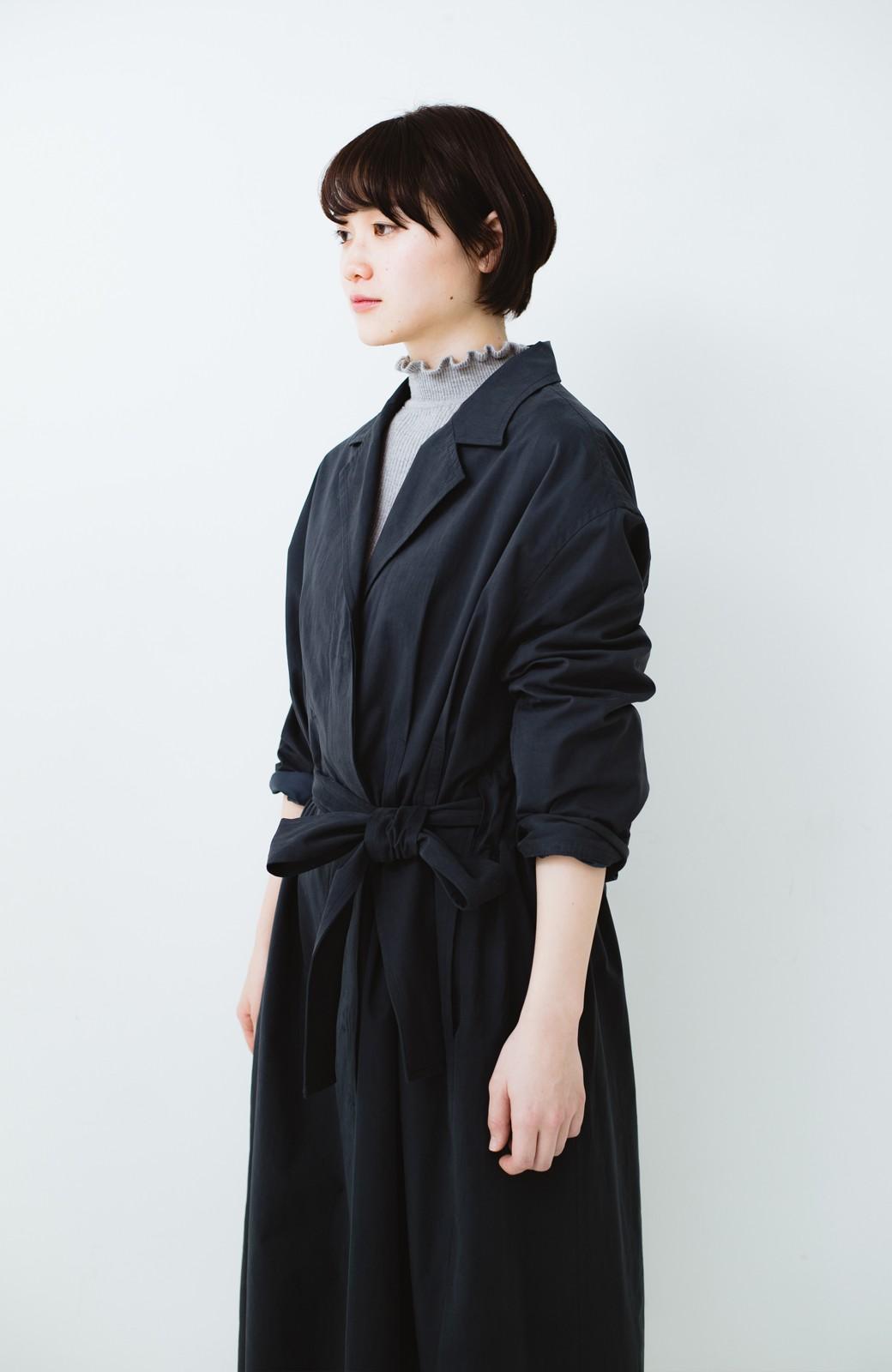 haco! パッと羽織ってかっこよく、きゅっと絞って女っぽい ウエストリボンロングコート <ダークネイビー>の商品写真21