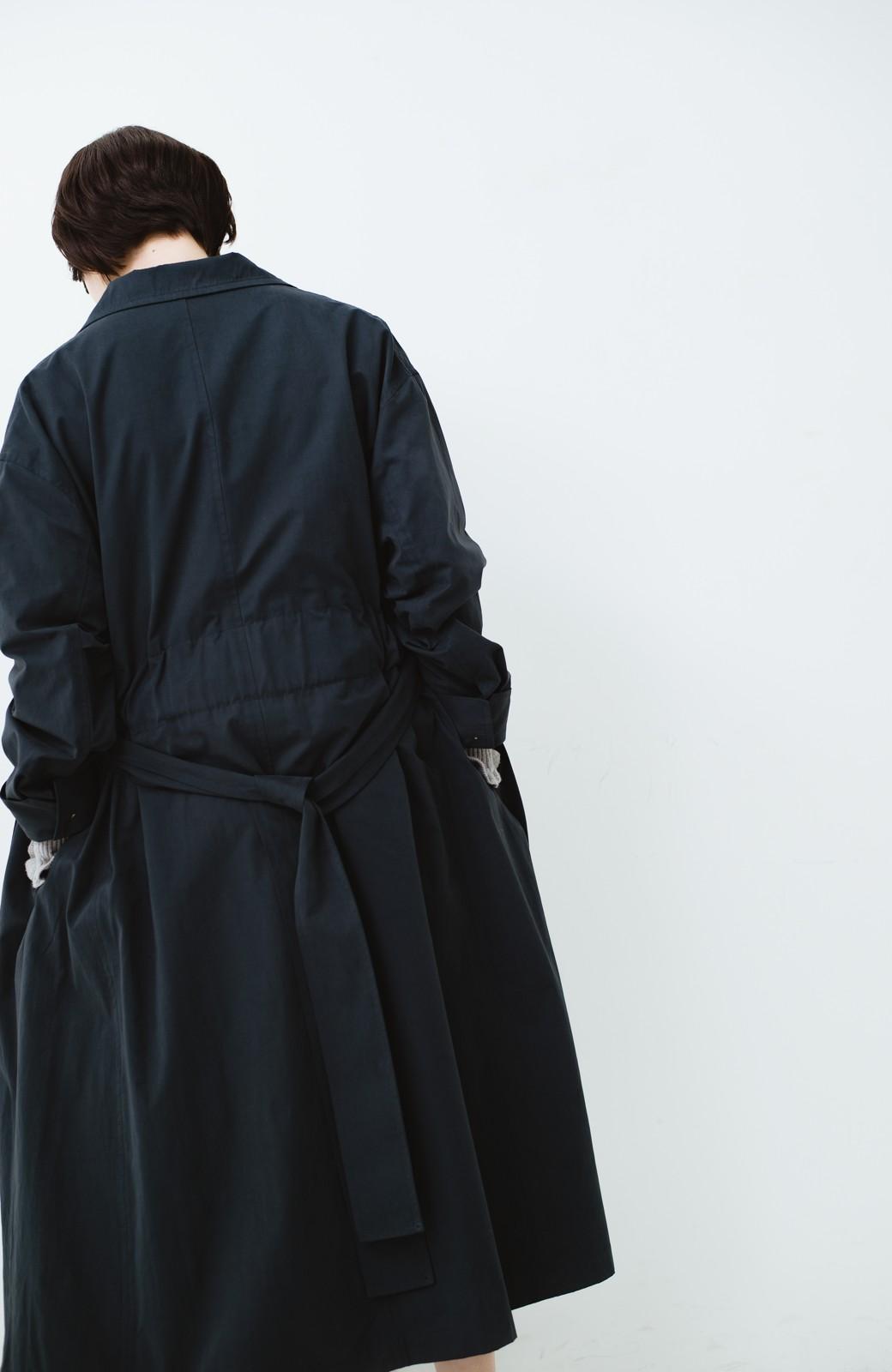 haco! パッと羽織ってかっこよく、きゅっと絞って女っぽい ウエストリボンロングコート <ダークネイビー>の商品写真19