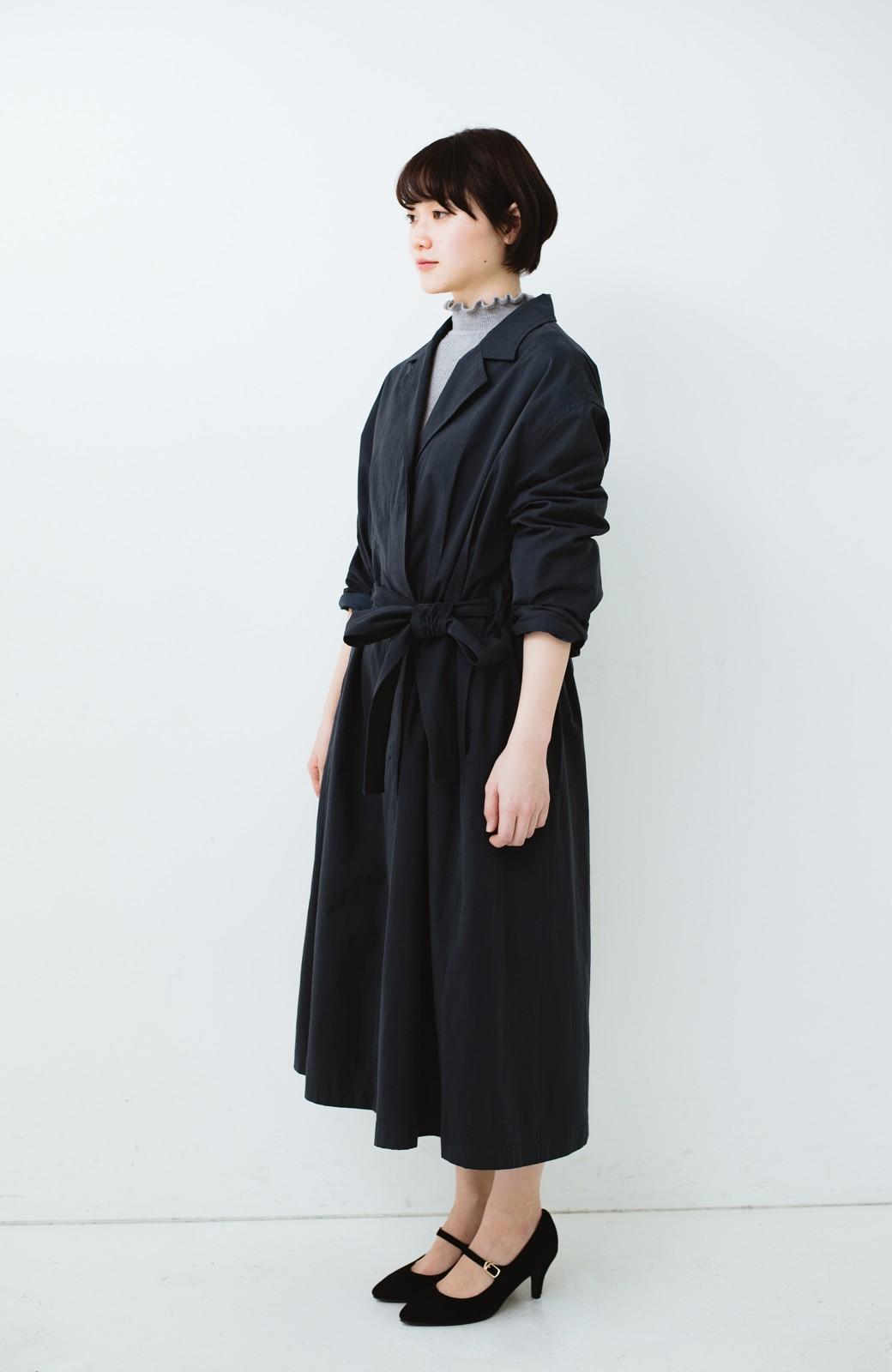 haco! パッと羽織ってかっこよく、きゅっと絞って女っぽい ウエストリボンロングコート <ダークネイビー>の商品写真6