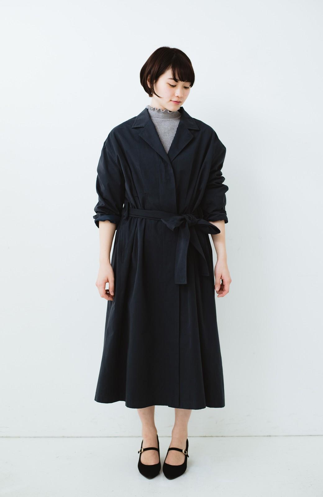 haco! パッと羽織ってかっこよく、きゅっと絞って女っぽい ウエストリボンロングコート <ダークネイビー>の商品写真7