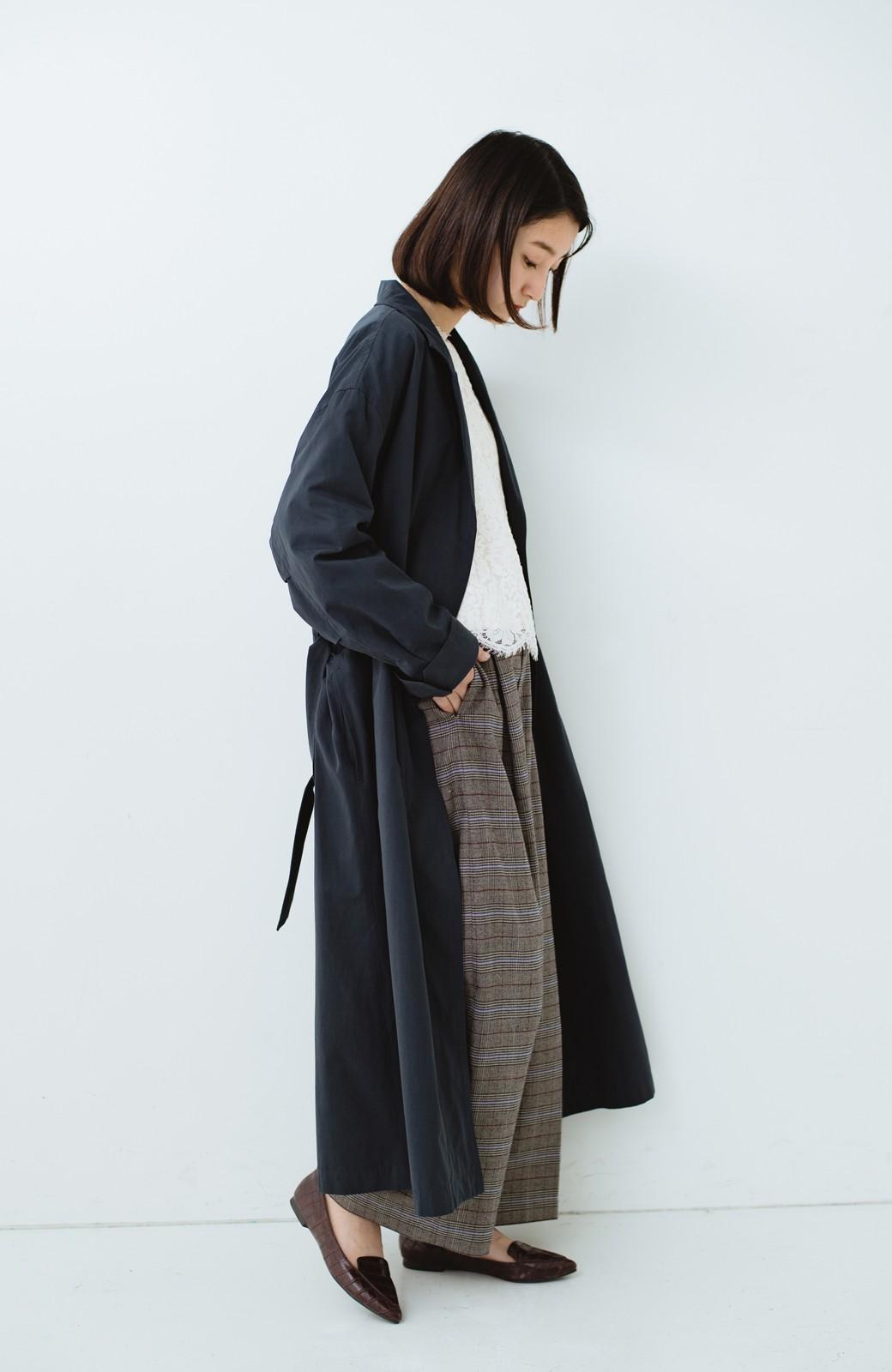 haco! パッと羽織ってかっこよく、きゅっと絞って女っぽい ウエストリボンロングコート <ダークネイビー>の商品写真10