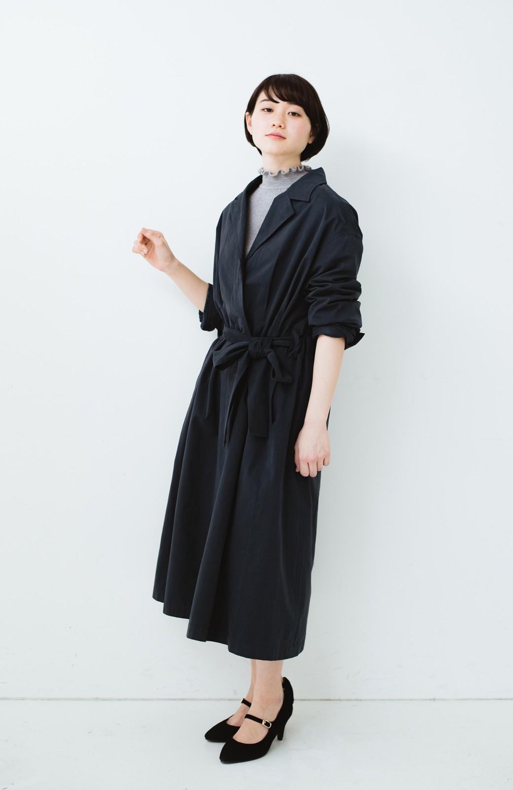 haco! パッと羽織ってかっこよく、きゅっと絞って女っぽい ウエストリボンロングコート <ダークネイビー>の商品写真13