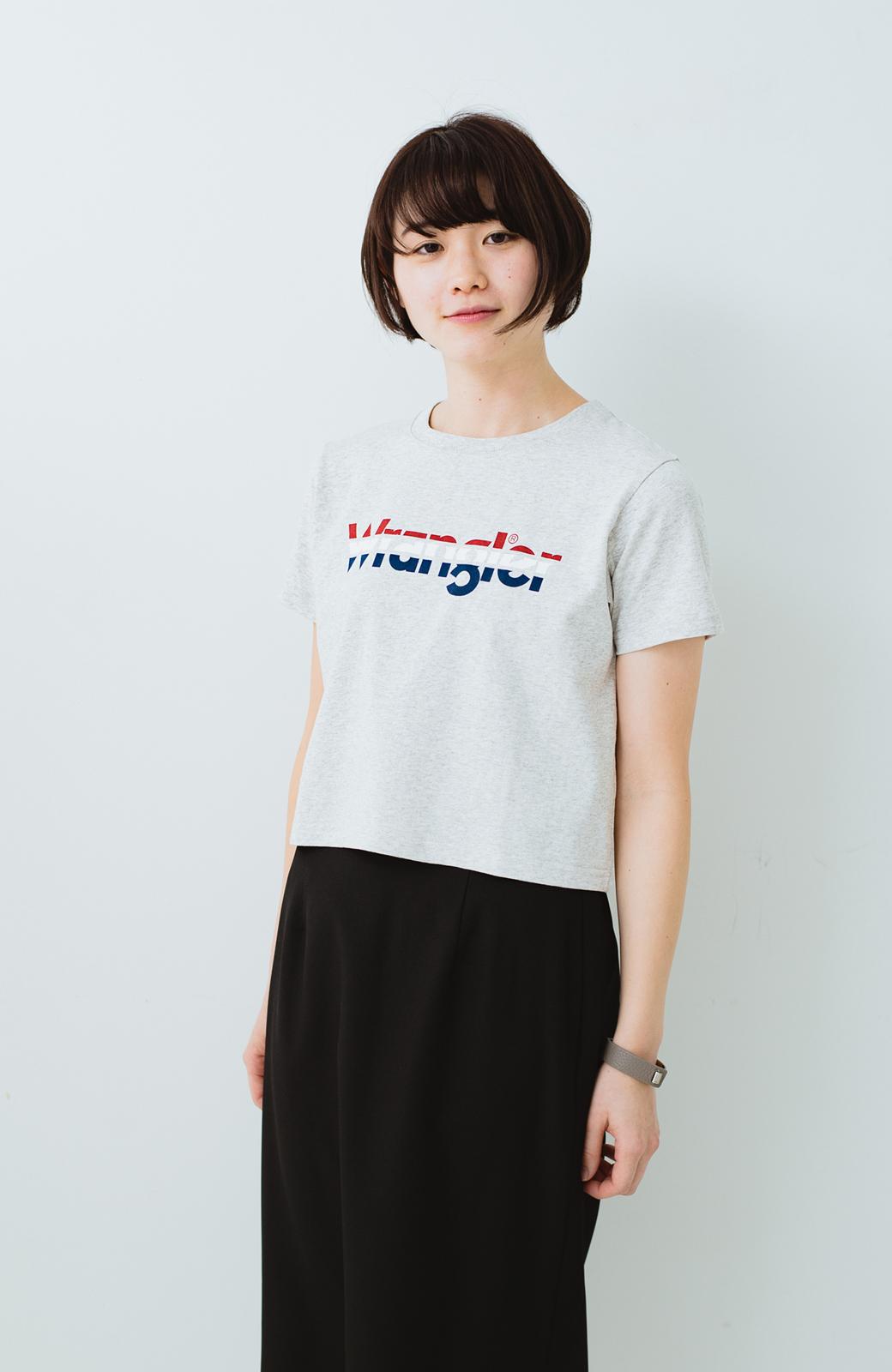 haco! Wrangler ロゴがかわいいクロップドTシャツ <グレー>の商品写真7