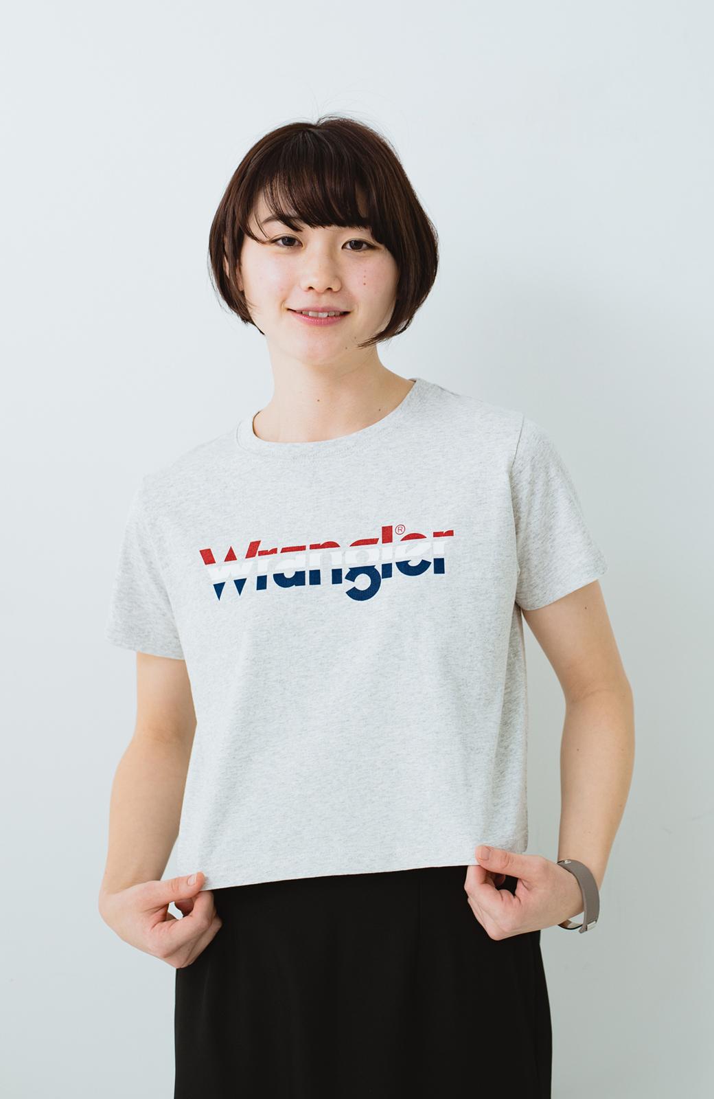 haco! Wrangler ロゴがかわいいクロップドTシャツ <グレー>の商品写真10