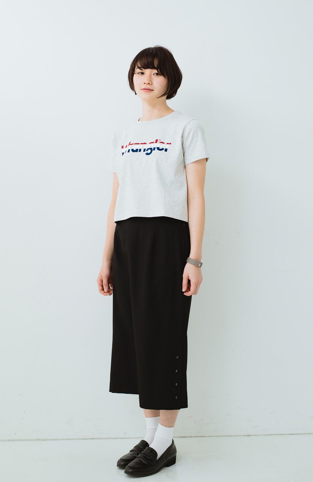 haco! Wrangler ロゴがかわいいクロップドTシャツ <グレー>の商品写真5