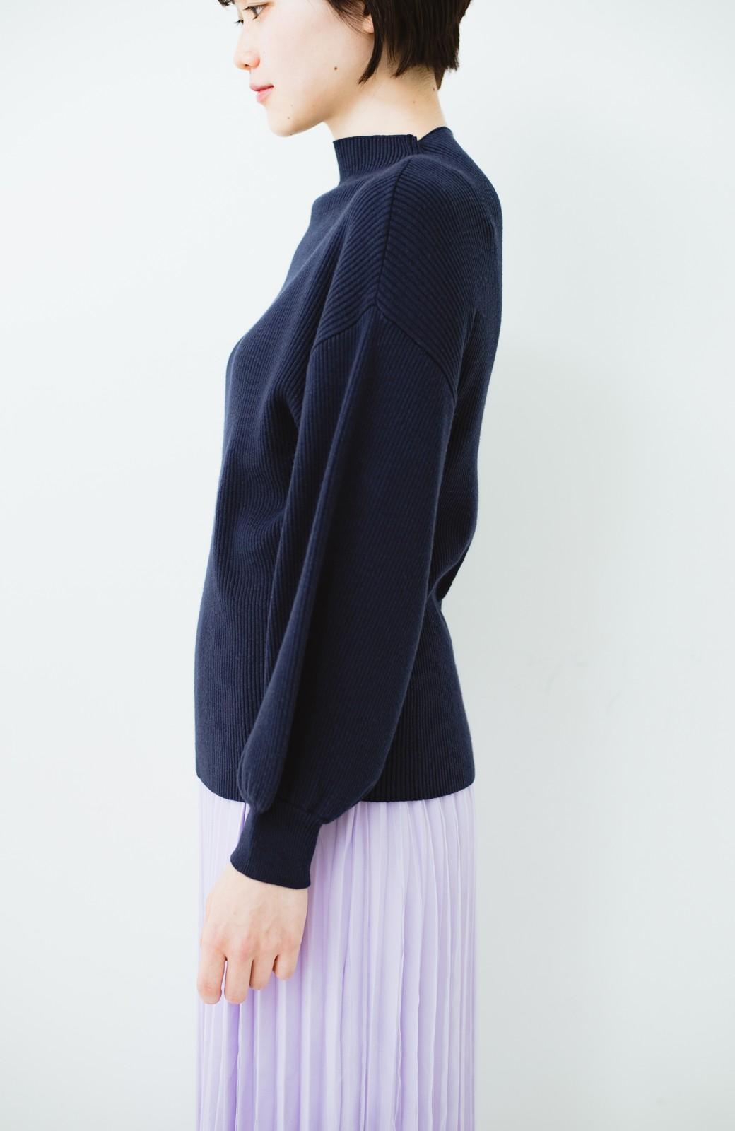 haco! シルク混素材のぷっくり袖リブニット <ネイビー>の商品写真14