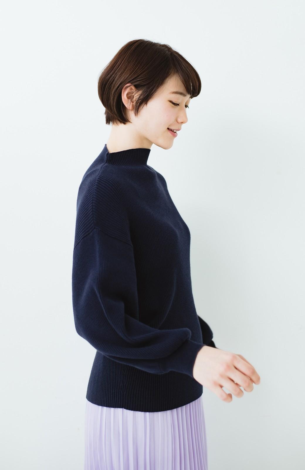 haco! シルク混素材のぷっくり袖リブニット <ネイビー>の商品写真9