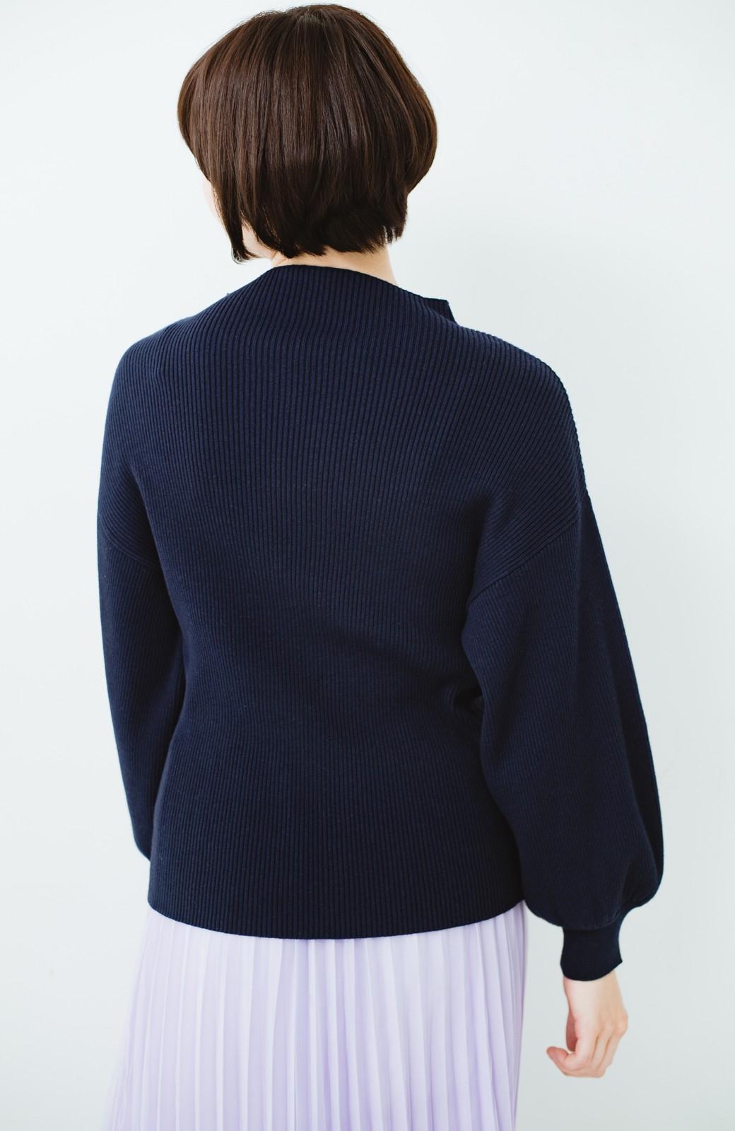 haco! シルク混素材のぷっくり袖リブニット <ネイビー>の商品写真13