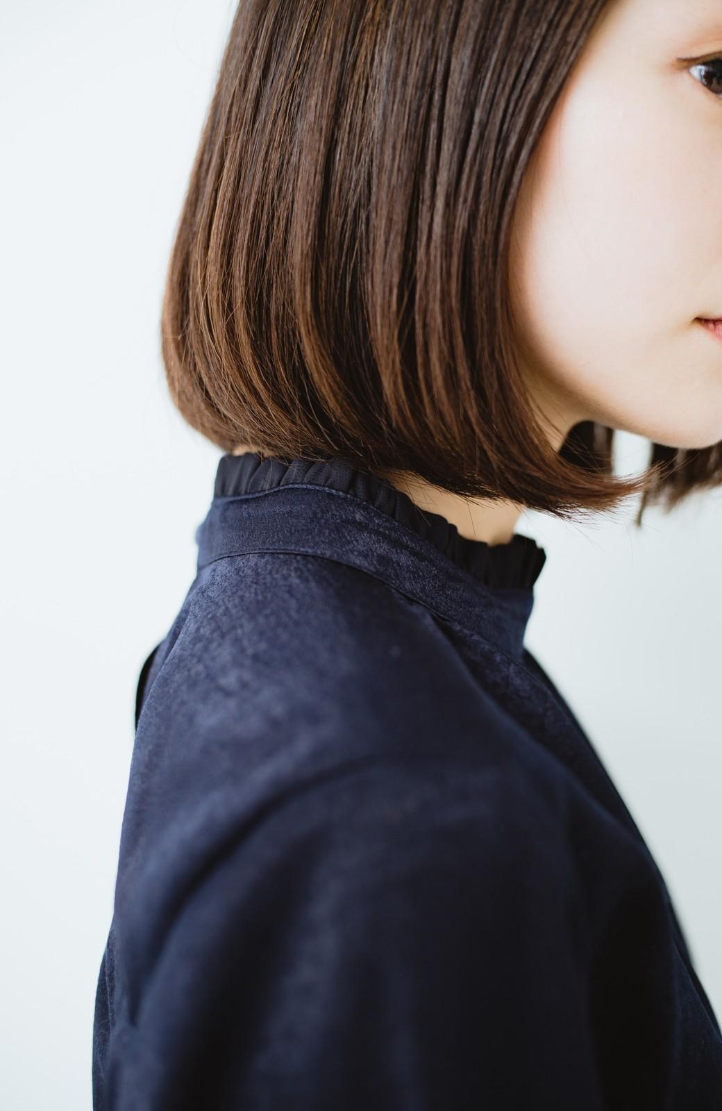 haco! スタンドカラーの女っぽベルト付きワンピース <ネイビー>の商品写真4
