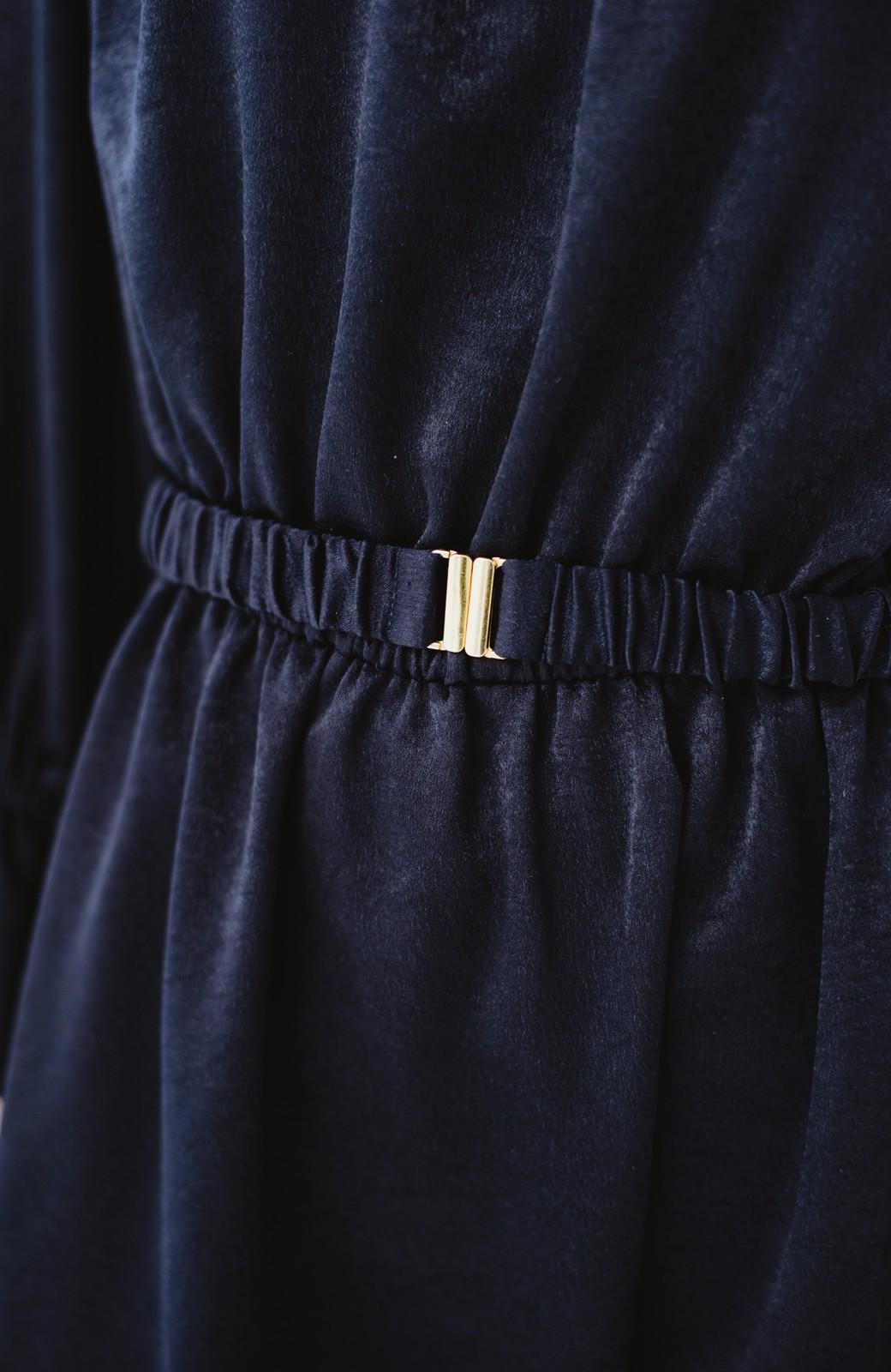haco! スタンドカラーの女っぽベルト付きワンピース <ネイビー>の商品写真6