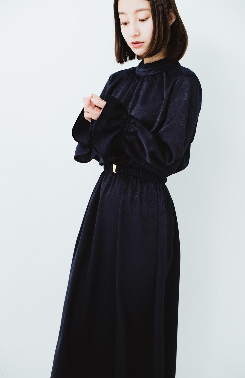 haco! スタンドカラーの女っぽベルト付きワンピース <ネイビー>の商品写真15