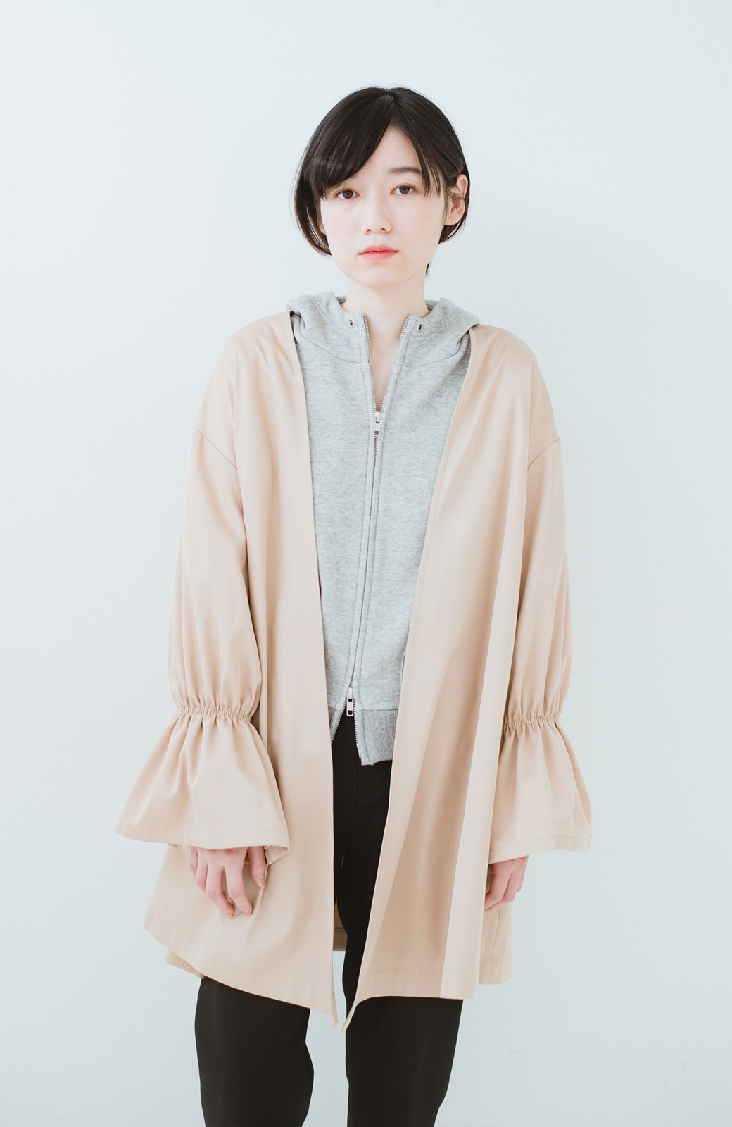 haco! ただ羽織るだけでオシャレに見える 気軽なフレアースリーブコート <ベージュ>の商品写真17