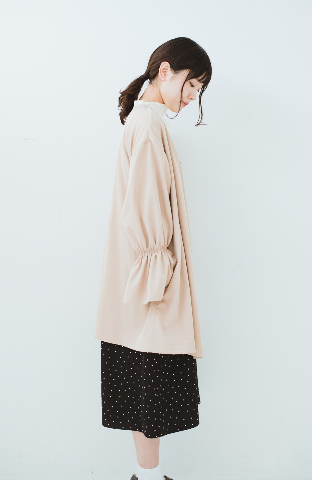 haco! ただ羽織るだけでオシャレに見える 気軽なフレアースリーブコート <ベージュ>の商品写真12
