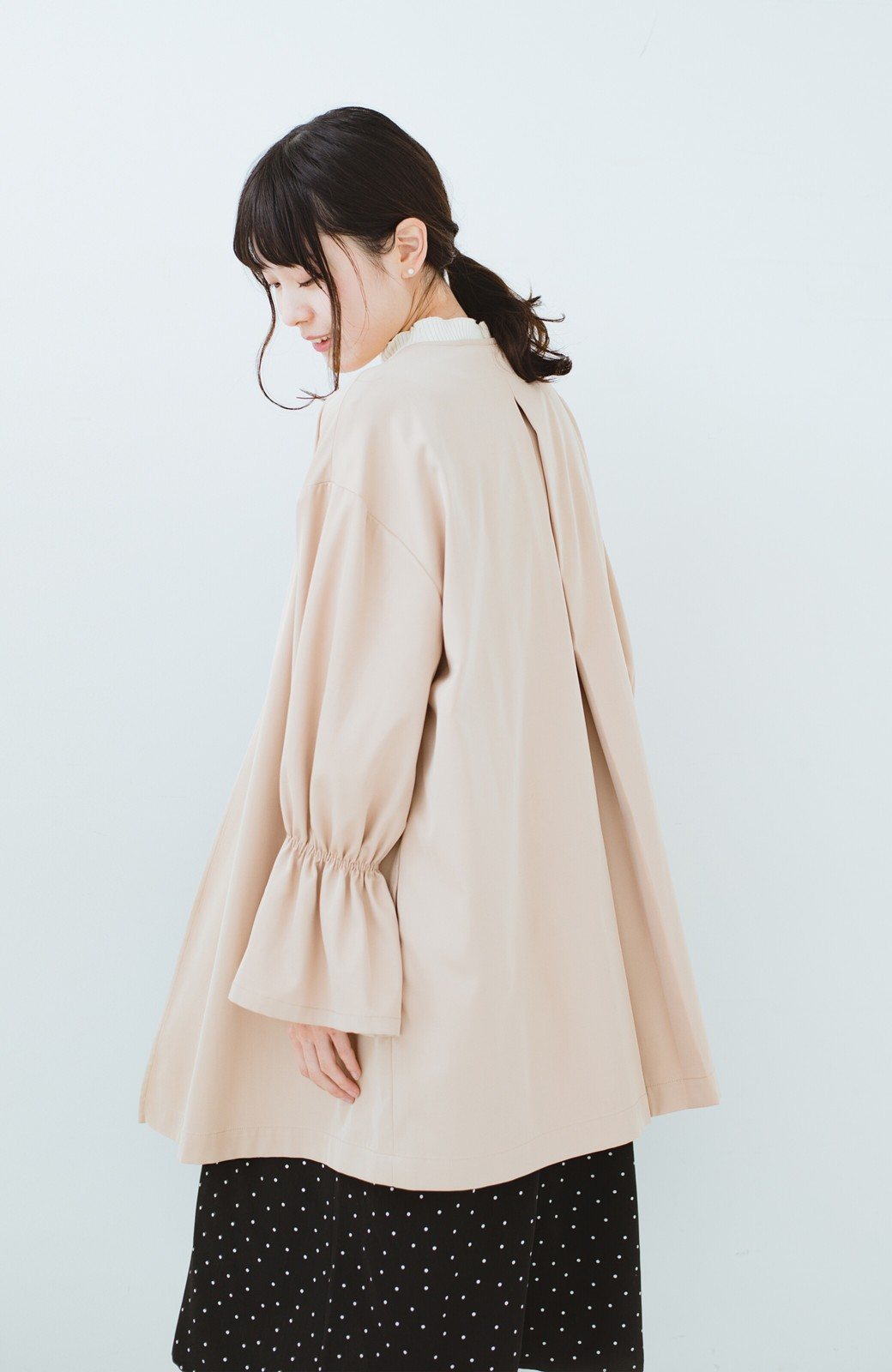 haco! ただ羽織るだけでオシャレに見える 気軽なフレアースリーブコート <ベージュ>の商品写真13