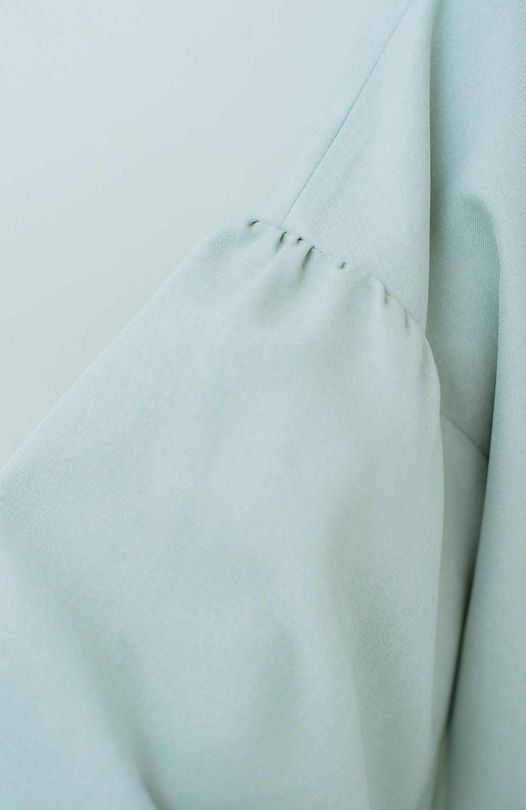 haco!  洗濯機で洗える オフィスもモテもOKな華やかスキッパーブラウス <ライトグリーン>の商品写真4