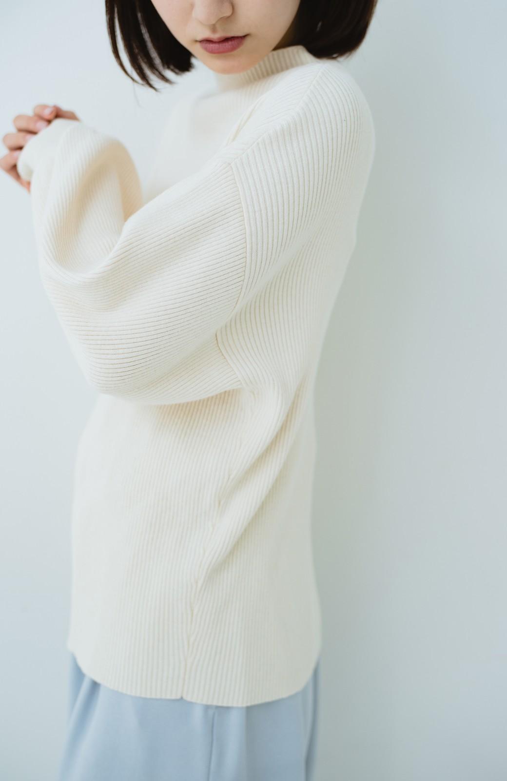haco! シルク混素材のぷっくり袖リブニット <オフホワイト>の商品写真3