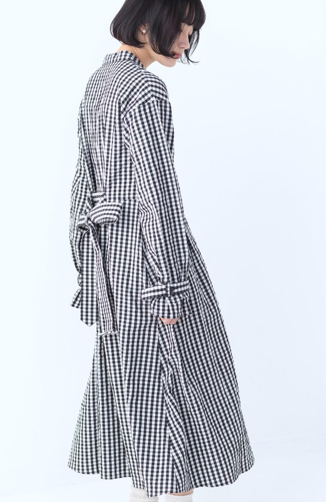 haco! いつものコーデに華やぎを添える ワンピースとしても着られるギンガムライトアウター <ブラック>の商品写真15