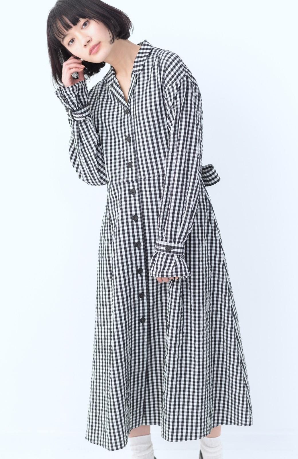 haco! いつものコーデに華やぎを添える ワンピースとしても着られるギンガムライトアウター <ブラック>の商品写真6