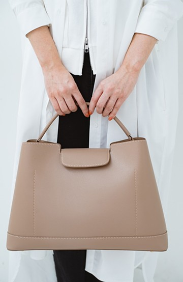 haco! さっと持って大人っぽい、きれいめワンショルダーバッグ <ベージュ>の商品写真