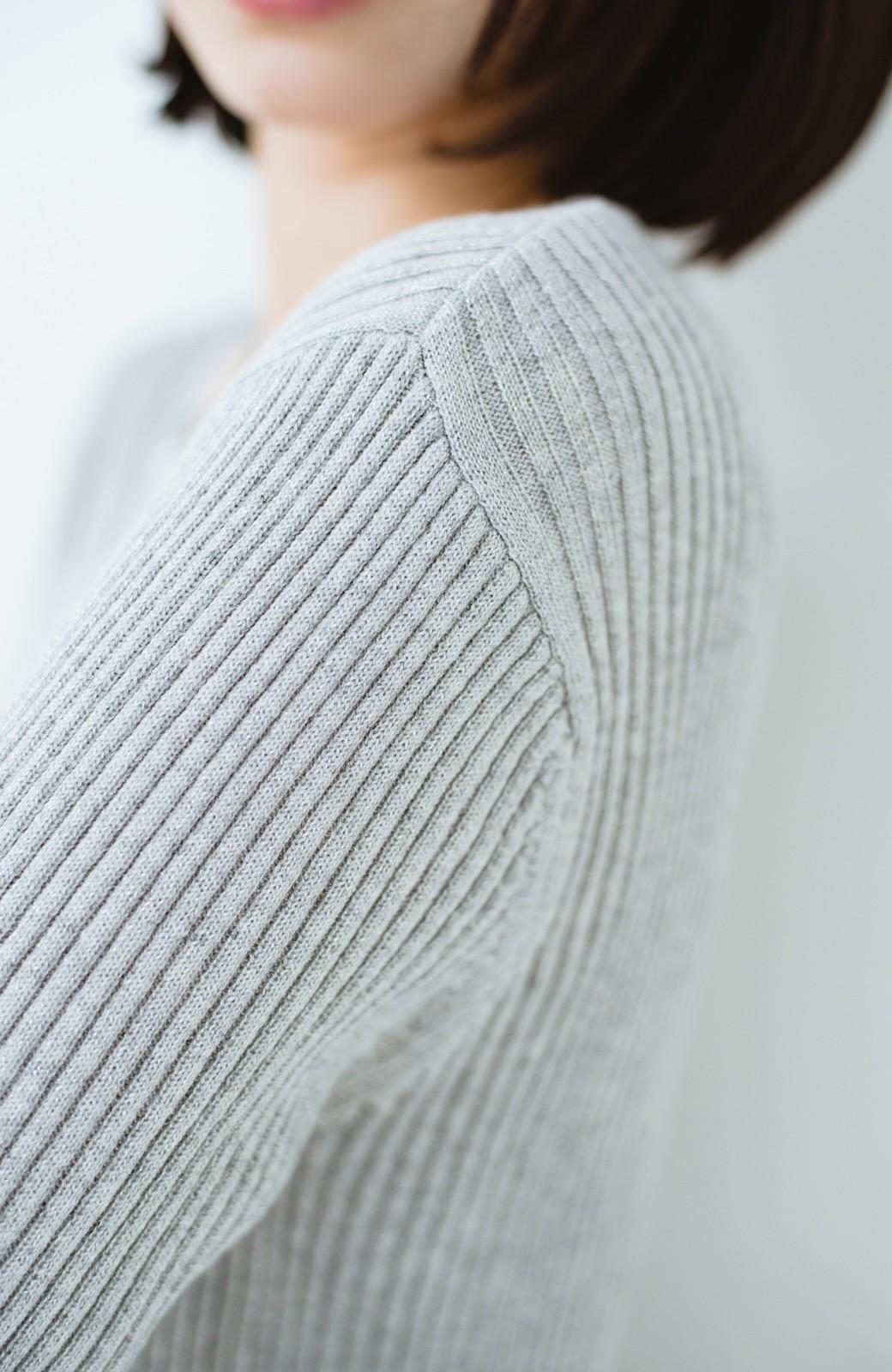 haco! 普段着に見せつつちょっと華やかさが欲しい時に ラメ混素材のフレアーリブニット <ライトグレー>の商品写真3
