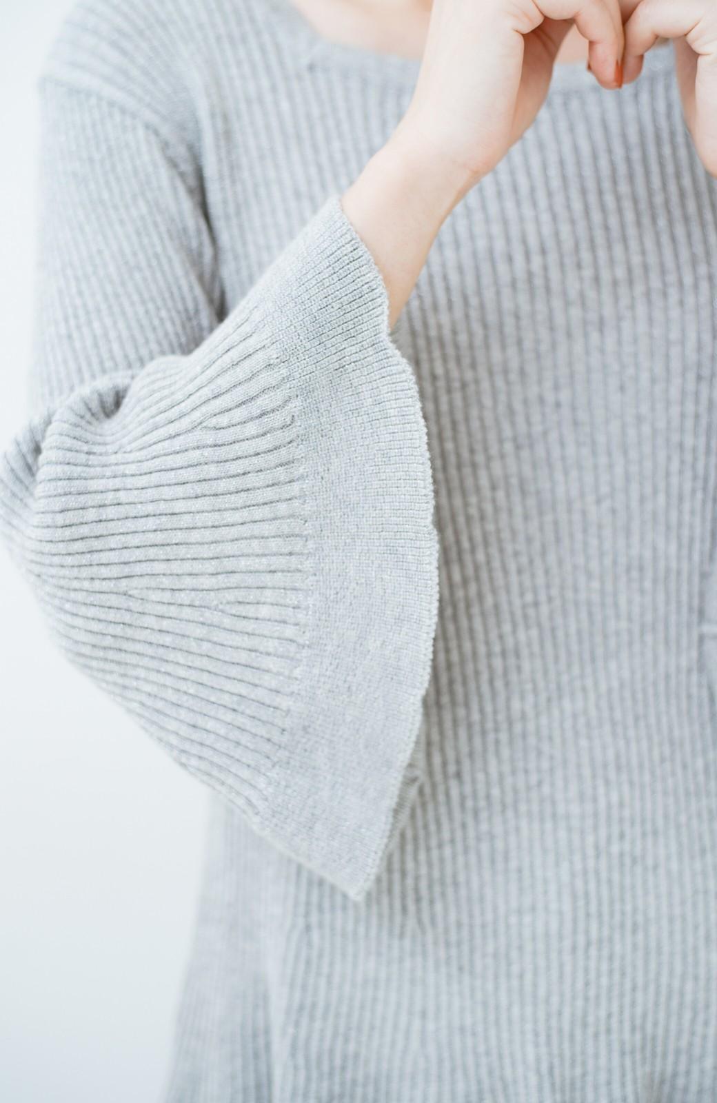haco! 普段着に見せつつちょっと華やかさが欲しい時に ラメ混素材のフレアーリブニット <ライトグレー>の商品写真4