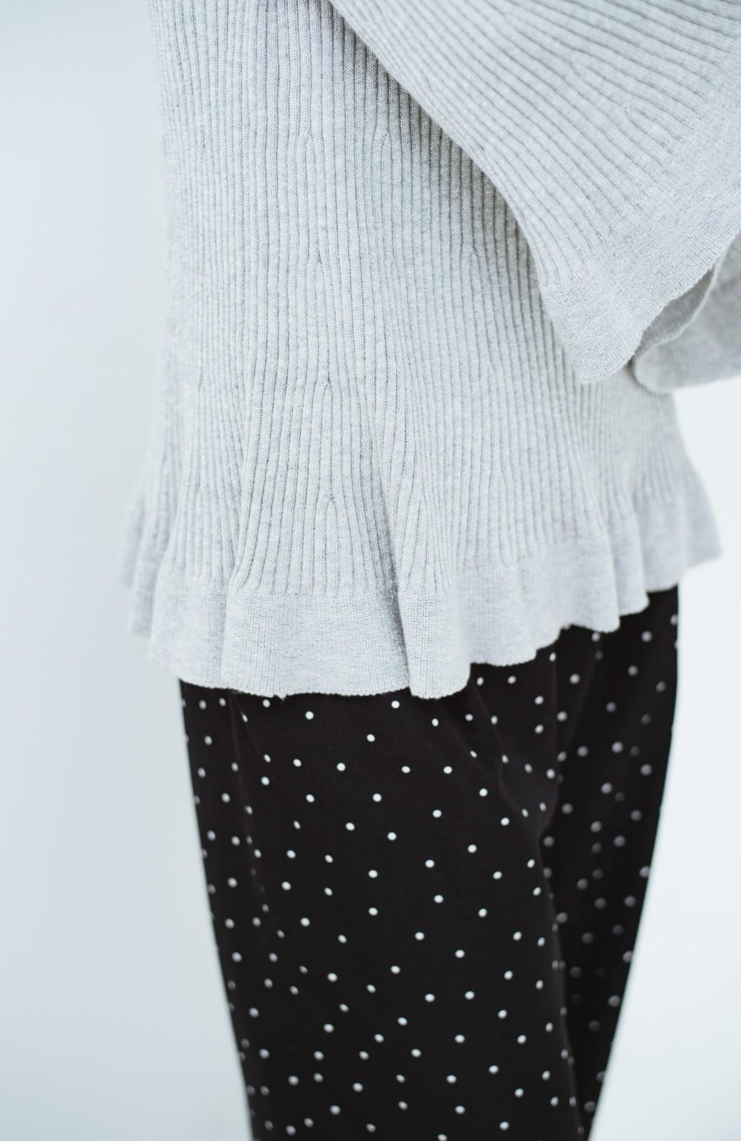 haco! 普段着に見せつつちょっと華やかさが欲しい時に ラメ混素材のフレアーリブニット <ライトグレー>の商品写真5