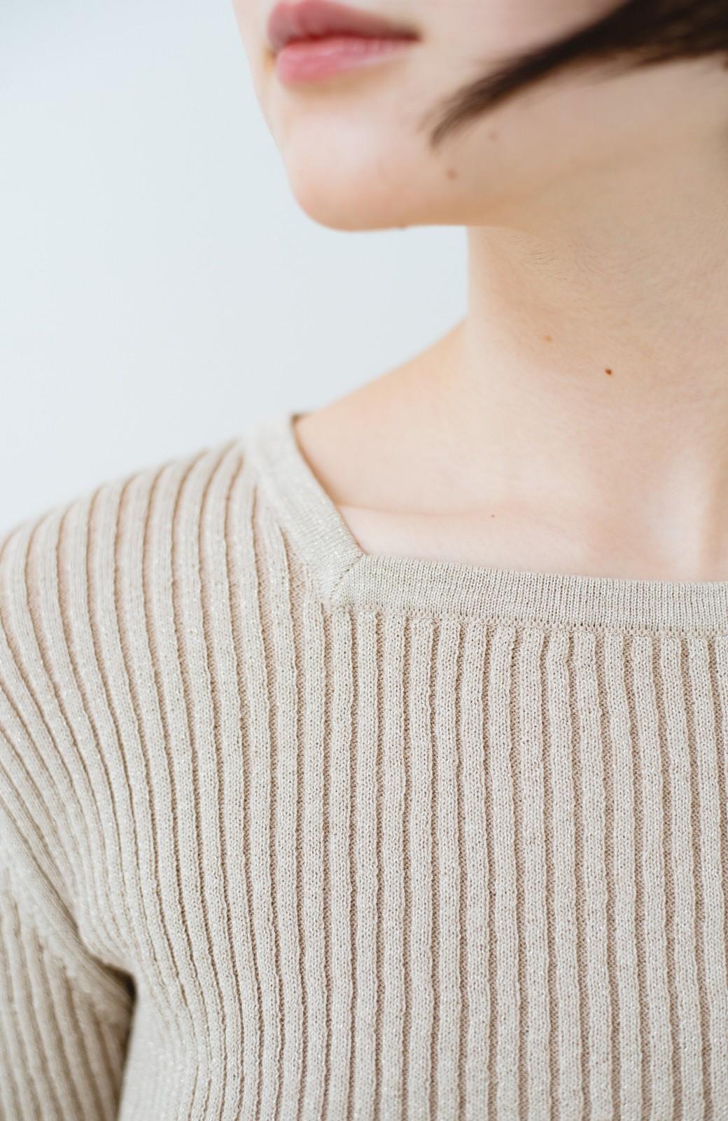 haco! 普段着に見せつつちょっと華やかさが欲しい時に ラメ混素材のフレアーリブニット <ベージュ>の商品写真2