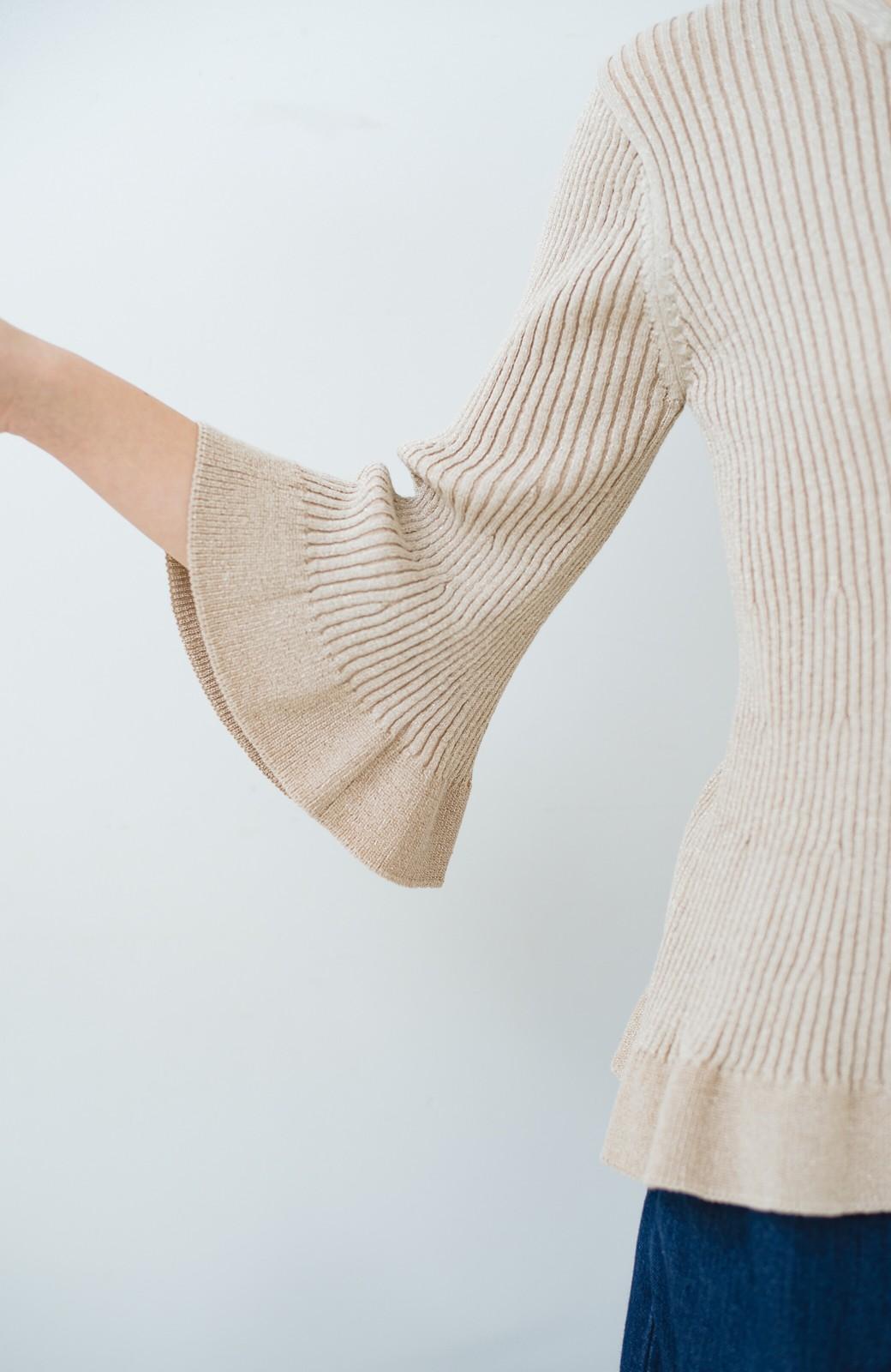 haco! 普段着に見せつつちょっと華やかさが欲しい時に ラメ混素材のフレアーリブニット <ベージュ>の商品写真4