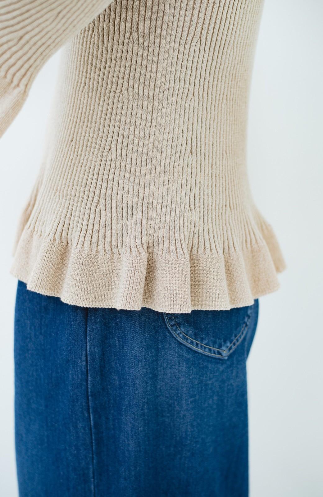 haco! 普段着に見せつつちょっと華やかさが欲しい時に ラメ混素材のフレアーリブニット <ベージュ>の商品写真5