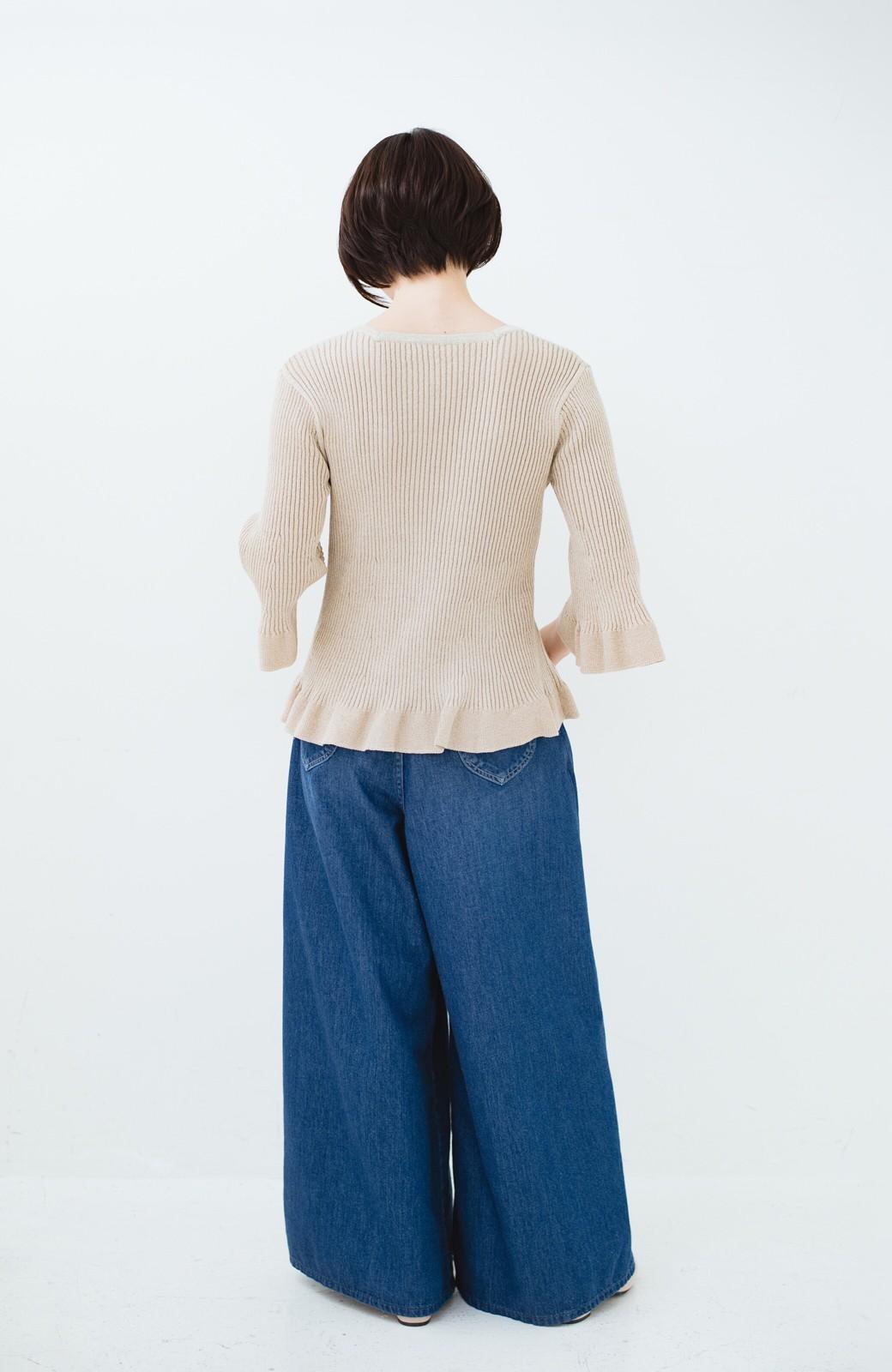 haco! 普段着に見せつつちょっと華やかさが欲しい時に ラメ混素材のフレアーリブニット <ベージュ>の商品写真11