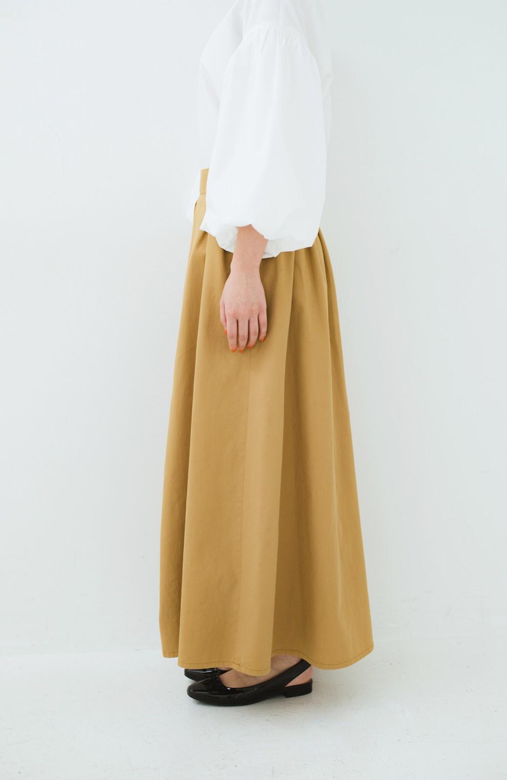 haco! ロングシーズン楽しめる タックボリュームのチノロングスカート <ベージュ>の商品写真4