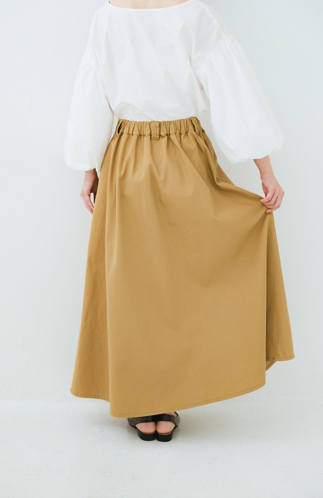 haco! ロングシーズン楽しめる タックボリュームのチノロングスカート <ベージュ>の商品写真5