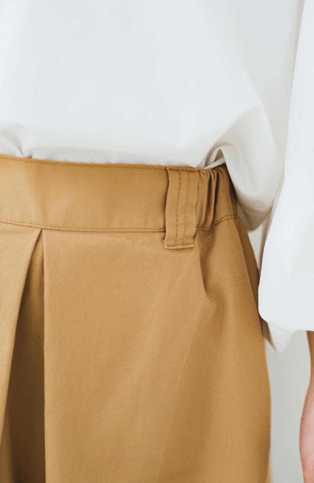 haco! ロングシーズン楽しめる タックボリュームのチノロングスカート <ベージュ>の商品写真6