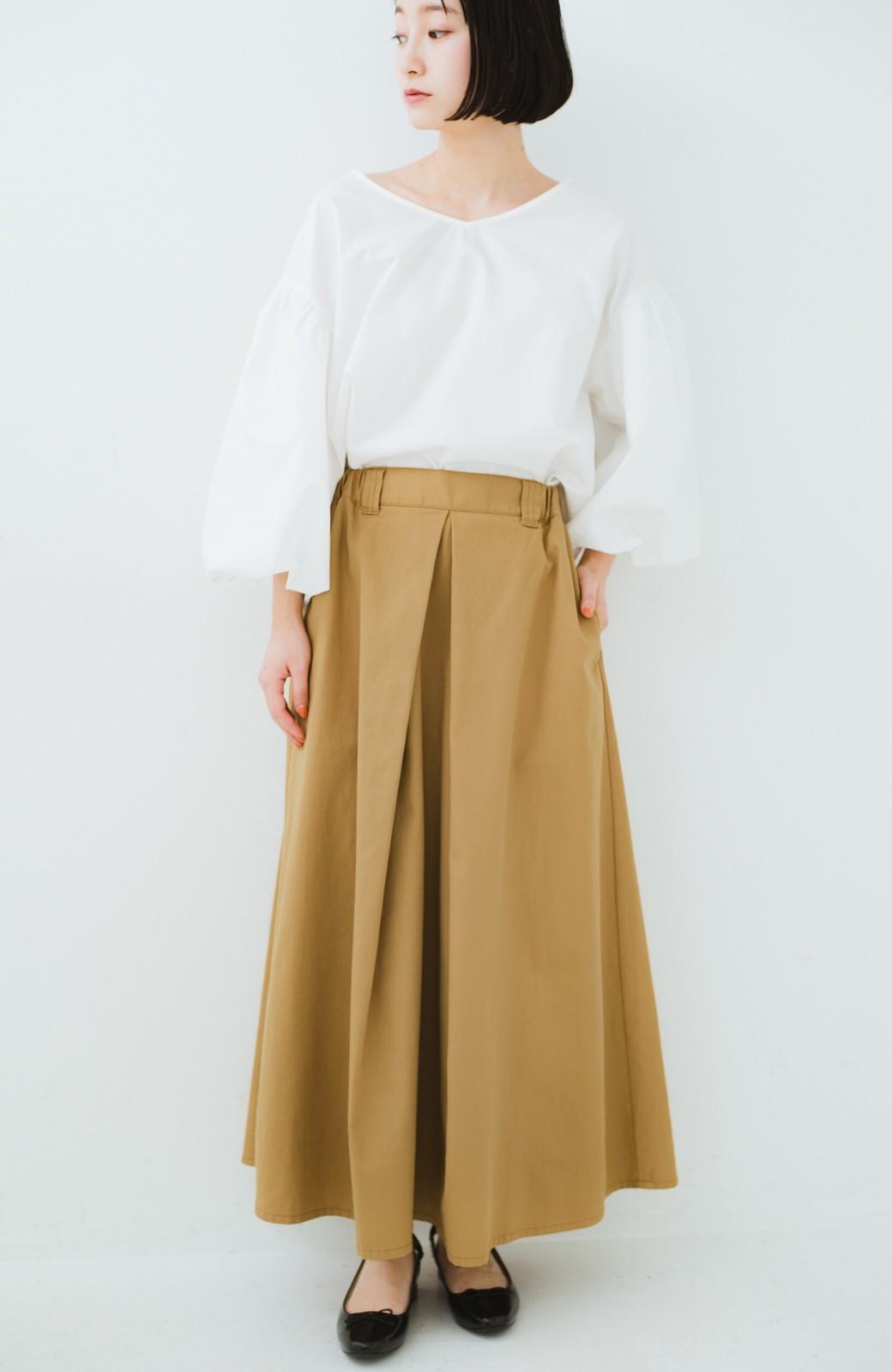 haco! ロングシーズン楽しめる タックボリュームのチノロングスカート <ベージュ>の商品写真1