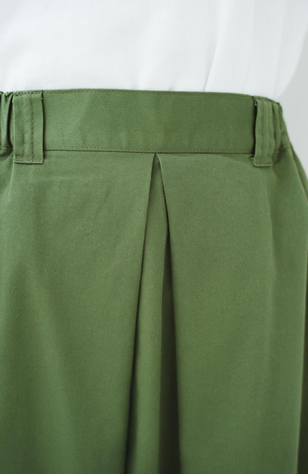 haco! ロングシーズン楽しめる タックボリュームのチノロングスカート <カーキ>の商品写真7