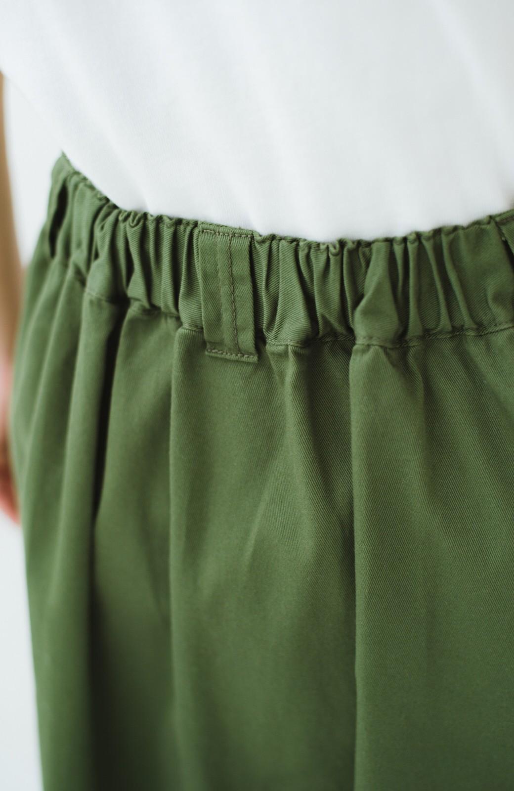 haco! ロングシーズン楽しめる タックボリュームのチノロングスカート <カーキ>の商品写真8