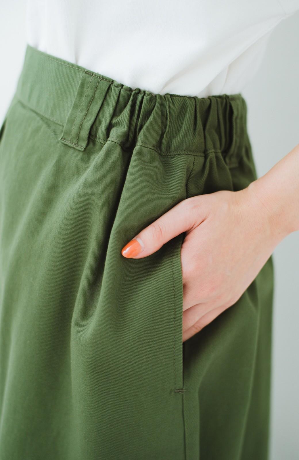 haco! ロングシーズン楽しめる タックボリュームのチノロングスカート <カーキ>の商品写真9