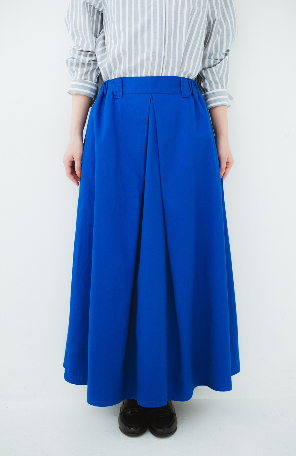 haco! 【今年も再販!】ロングシーズン楽しめる タックボリュームのチノロングスカート <ブルー>の商品写真3