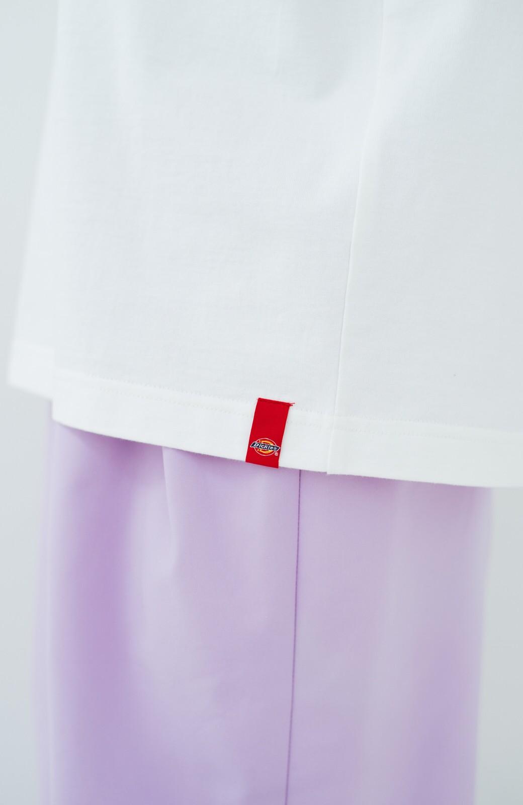 haco! Dickies 別注 ゆったり着られてちょうどいい ロゴプリントポケットTシャツ <ホワイト>の商品写真2