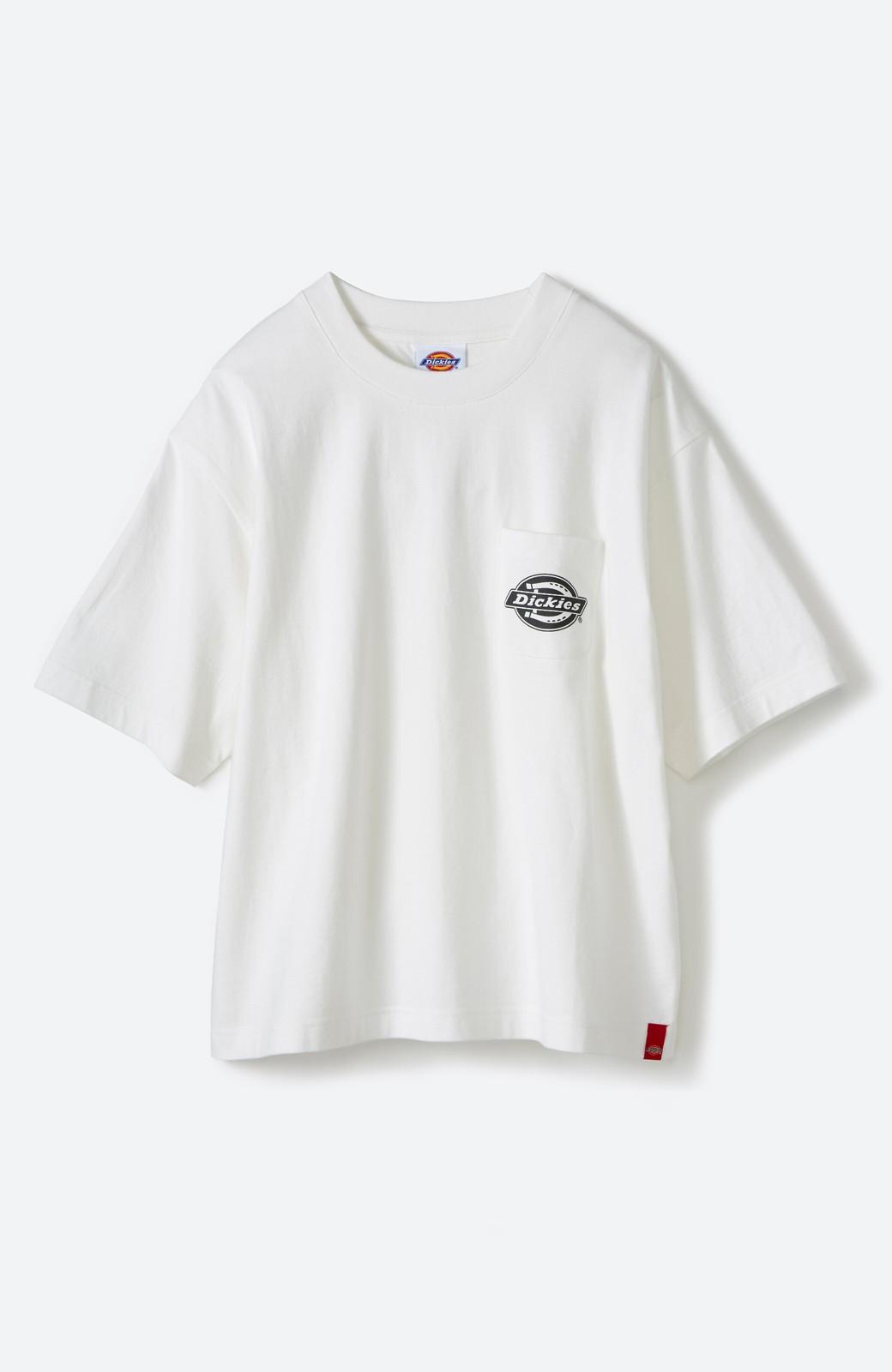 haco! Dickies 別注 ゆったり着られてちょうどいい ロゴプリントポケットTシャツ <ホワイト>の商品写真1