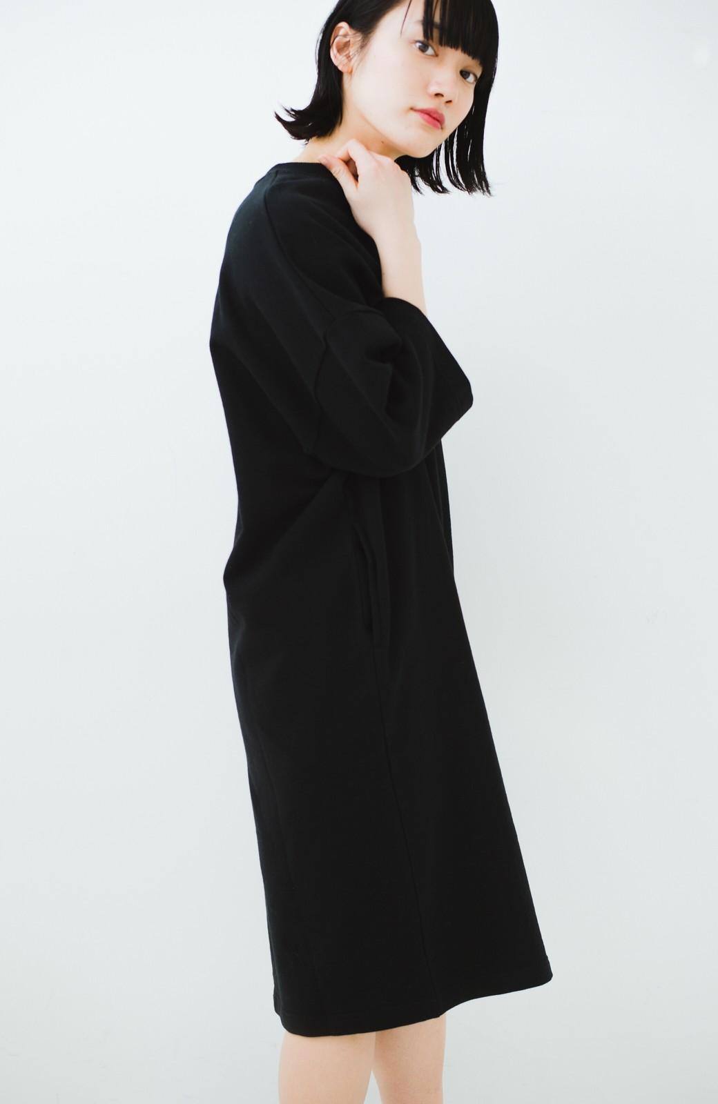 haco! Dickies 別注 ロングシーズン着られるワッペン付きスウェットコクーンワンピース <ブラック>の商品写真14