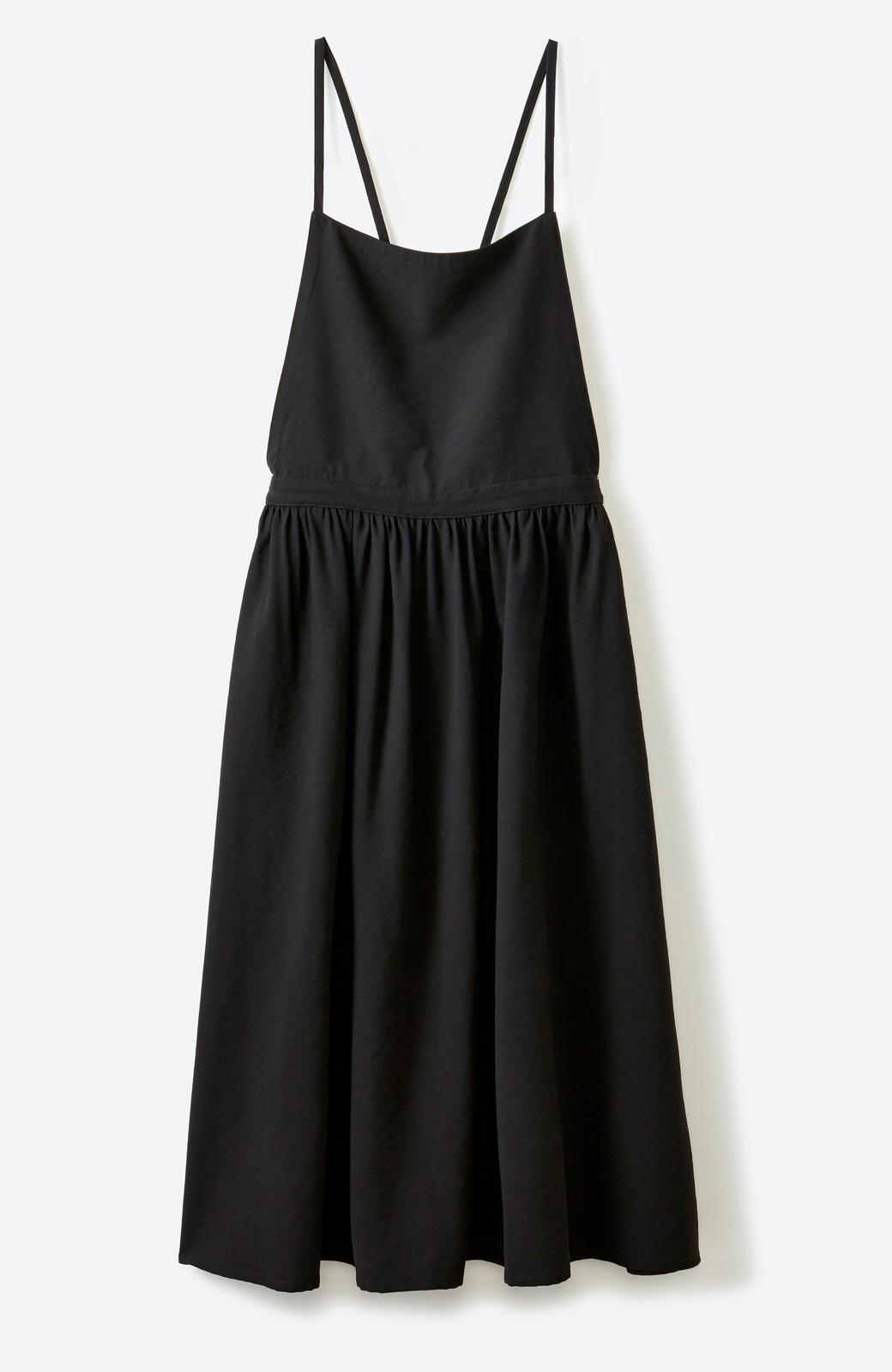 haco! シンプルな服に合わせるだけでかわいいエプロンワンピース <ブラック>の商品写真2